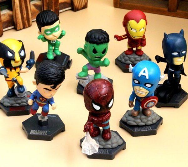 На картинке набор фигурок супергероев Марвел (Hulk \ Avengers \ Marvel).