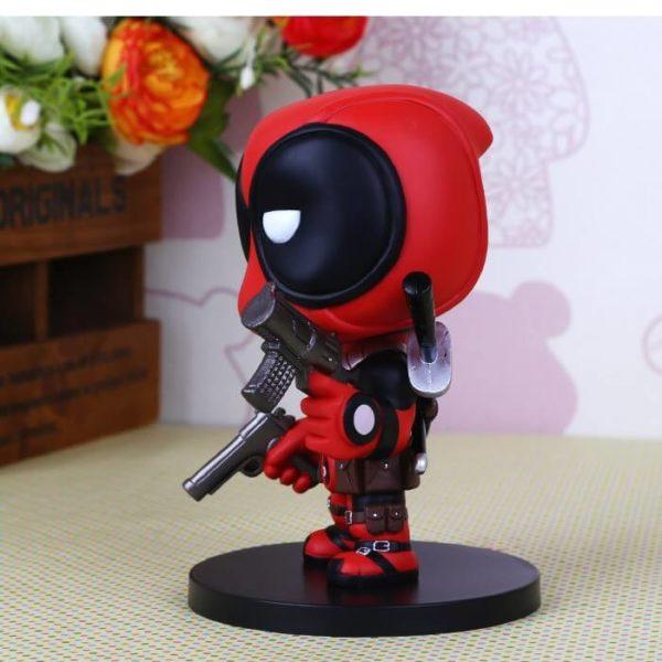 На картинке минифигурка Дэдпула Марвел (Дедпул \ Deadpool), вид сбоку.