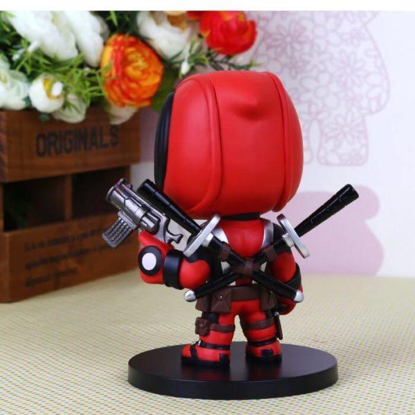 На картинке минифигурка Дэдпула Марвел (Дедпул \ Deadpool), вид сзади.