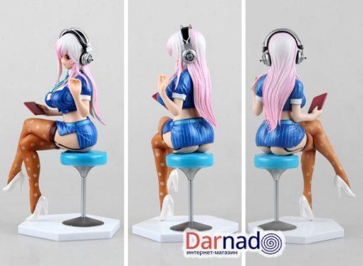 На картинке аниме статуэтка Супер Сонико (Super Sonico) 18+, вид с разных сторон.