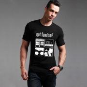 На картинке футболка «Гик» (Сверхъестественное, Доктор Кто, Шерлок, Гарри Поттер) 2 цвета, вид спереди, цвет черный.