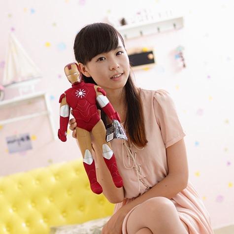 На картинке большая мягкая игрушка Железный Человек Марк 6 (Iron Man Mark 6), вид спереди.
