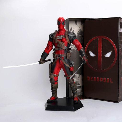 На картинке коллекционная фигурка Дедпула (Дэдпул \ Deadpool) 2 варианта, вариант В красном.