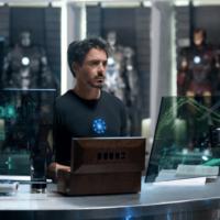 На картинке кулон в виде вечного двигателя из Железного Человека (Iron Man) 3 варианта, кадр из фильма.