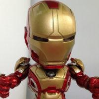 На картинке фигурка нендроид Железный Человек Марк 42 (Iron Man Mark 42), детали.