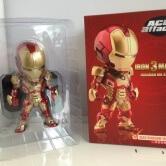 На картинке фигурка нендроид Железный Человек Марк 42 (Iron Man Mark 42), вид в упаковке.