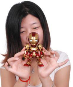 На картинке минифигурка Железный человек 3 Марк III (Iron Man), цвет красный.