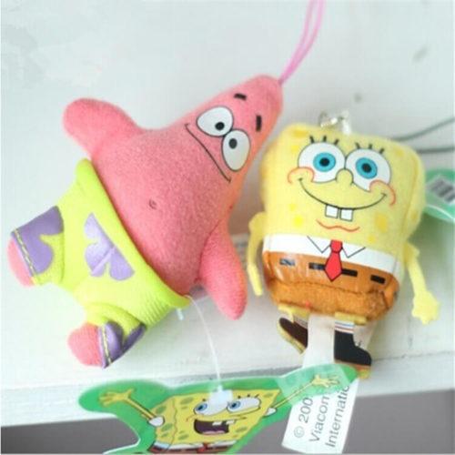 На картинке набор брелоков-подвесок Губка «Спанч» Боб и Патрик «Стар» для ключей, общий вид.