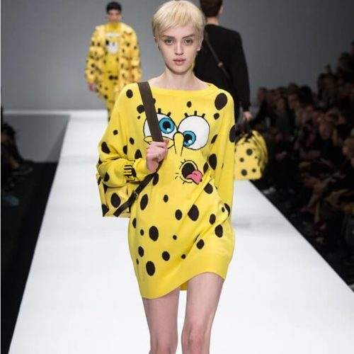 На картинке платье-свитер со Спанч Бобом (Губка Боб), вид спереди.