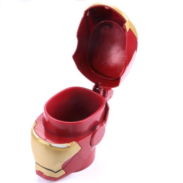 На картинке кружка Железный Человек (Iron Man).