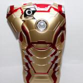На картинке чехол Железный Человек (на айфон 5-5S-5G-6) 2 варианта, вариант Золотой.