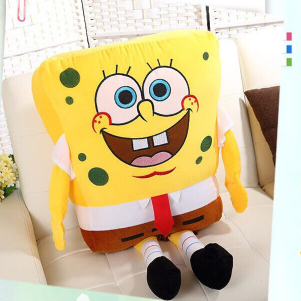 На картинке большая мягкая игрушка Губка Боб (Спанч Боб) квадратные штаны, вид спереди.