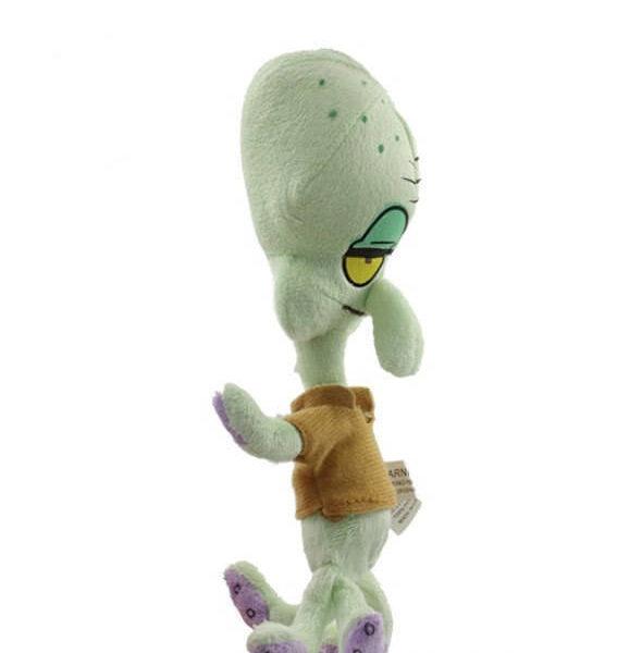 На картинке мягкая игрушка Сквидвард из Спанч Боба, вид сбоку.