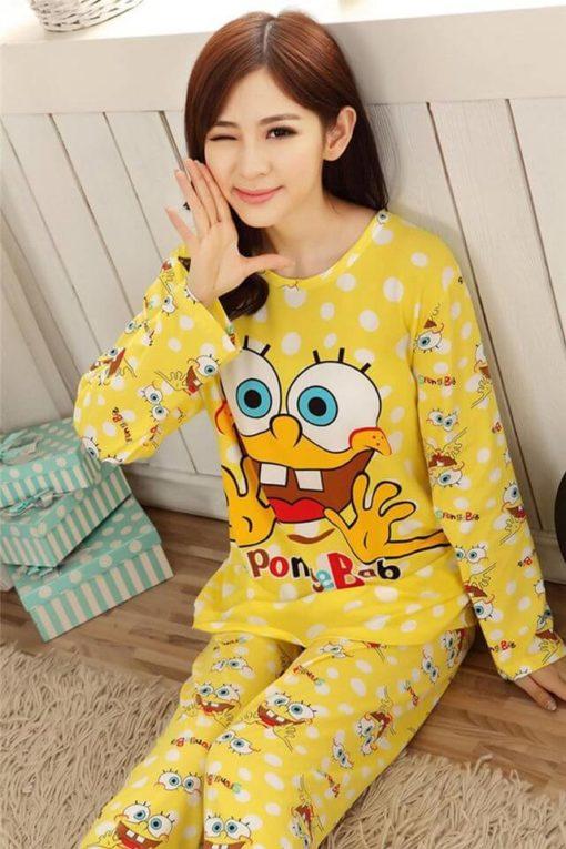 На картинке пижама со Спанч Бобом (Губка Боб) женская, вид спереди.