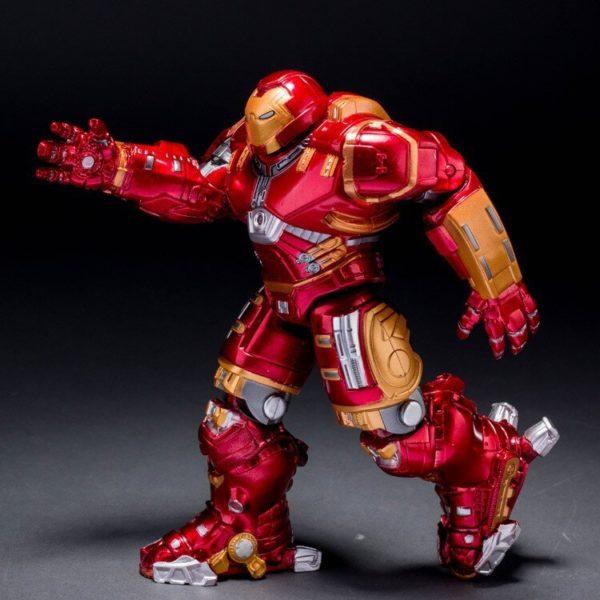 На картинке игрушка Железный Человек Марк 43 Hulkbuster (Эра Альтрона), вид сбоку.