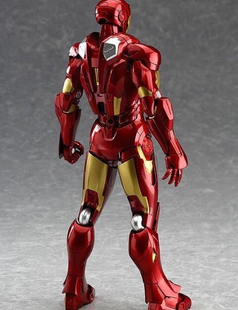 На картинке подвижная фигурка Железного Человека (Iron Man), вид сзади.