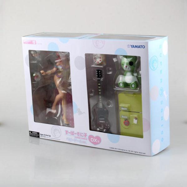 На картинке фигурка Супер Сонико (Super Sonico DX), вид в упаковке.