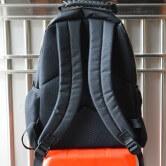 На картинке школьный рюкзак Железный человек (Iron Man), вид сзади.