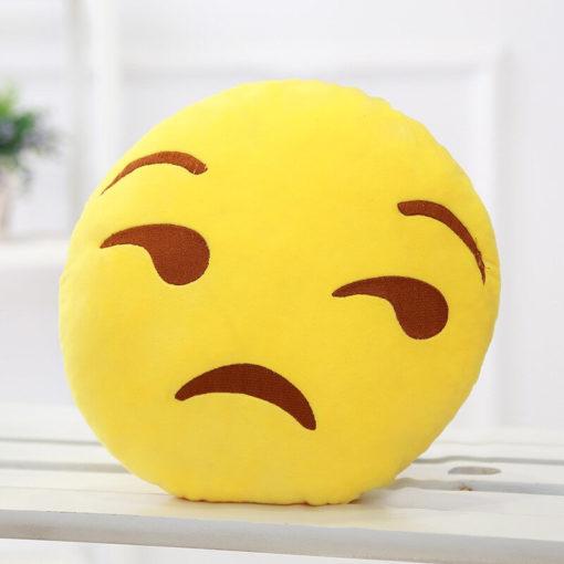 На картинке плюшевые подушки смайлики emoji (12 вариантов), вариант Недовольный.