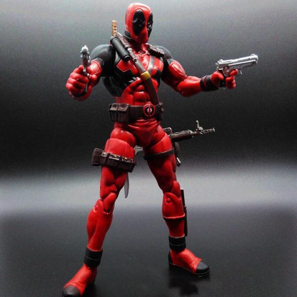 На картинке подвижная фигурка Дедпула \ Дэдпула от Марвел Селект (Deadpool), общий вид.
