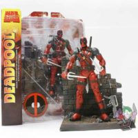На картинке подвижная фигурка Дедпула \ Дэдпула от Марвел Селект (Deadpool), вид спереди.