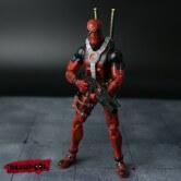 На картинке подвижная фигурка Дэдпула \ Дедпула с набором оружия (Deadpool), вид спереди.