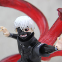 На картинке фигурка Канеки Кена «Токийский гуль» (Tokyo Ghoul), детали.