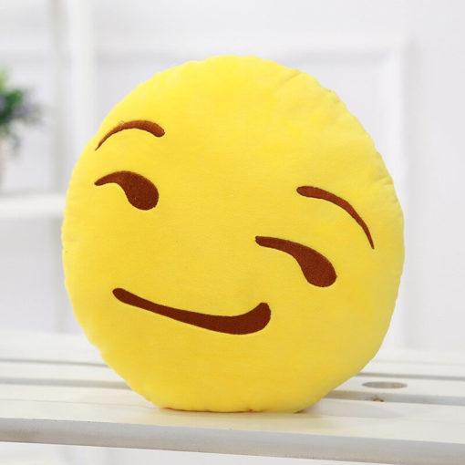 На картинке плюшевые подушки смайлики emoji (12 вариантов), вариант Ухмыляющийся.