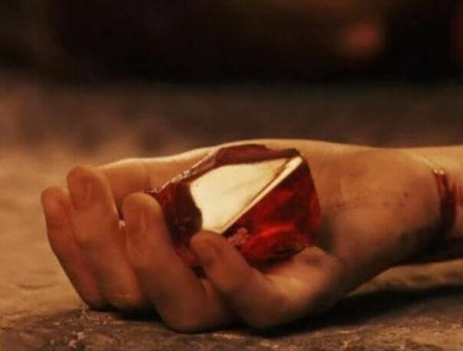 На картинке кулон настоящий философский камень «Гарри Поттер», кадр из фильма.