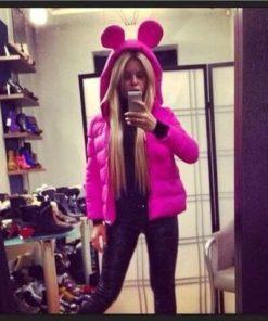 На картинке ярко-розовая куртка с ушками, вид спереди.