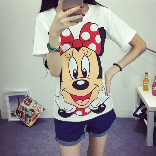На картинке футболка с Минни Маус, вид спереди.