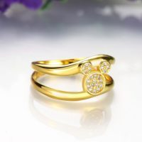 На картинке кольцо Микки Маус (цвет: золото), общий вид.