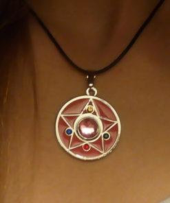 На картинке кулон Сейлор мун (Sailor moon) в виде броши, общий вид.