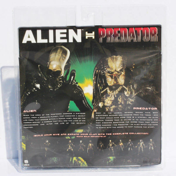 На картинке набор фигурок Хищник против Чужого (Alien vs Predator), упаковка.