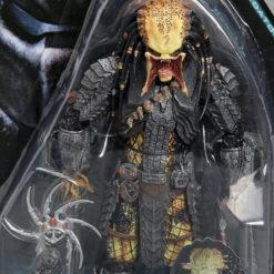 На картинке коллекционная фигурка Чужой против Хищника — Scar predator (Neca \ Нека), детали.