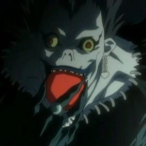 На картинке кулон «Яблоко Рюка» Тетрадь смерти (Death note), кадр из аниме.
