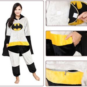 На картинке кигуруми пижама «Бэтмен» (Batman), детали.