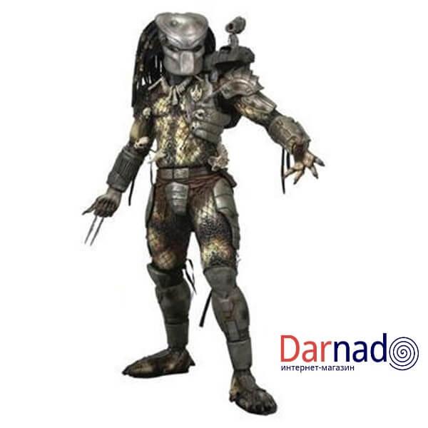 На картинке фигурка Хищник классический — Predator classic, вид спереди.