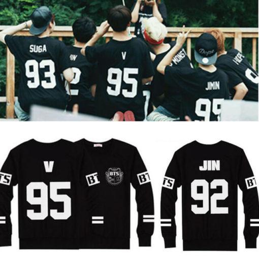 На картинке кофта Bangtan Boys с именами корейцев из BTS, вид спереди и сзади.
