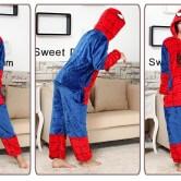 На картинке пижама кигуруми «Человек паук» (Spaderman), вид спереди и сбоку.