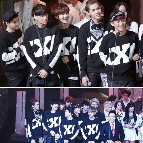 На картинке кофта Exo с именами корейцев, участники группы.
