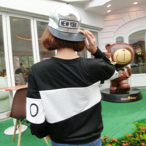 На картинке кофта Exo с принтом Call me baby, вид сзади, цвет черный.