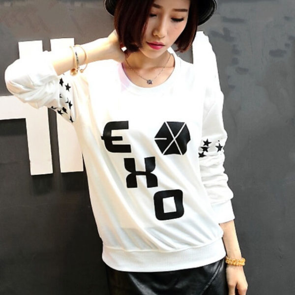 На картинке свитшот Exo (3 варианта), вид спереди, цвет белый.