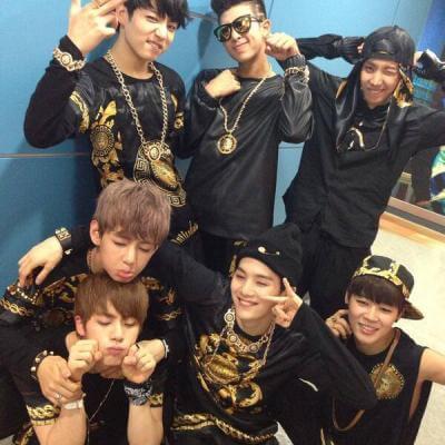 На картинке рюкзак Bangtan Boys (BTS), участники группы.