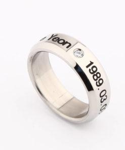 На картинке кольцо Bangtan Boys (BTS).