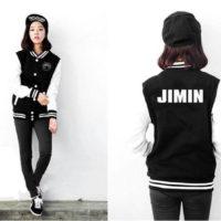На картинке куртка Bangtan Boys с именами корейцев из BTS, вид спереди и сзади.