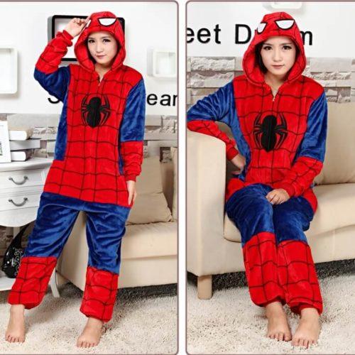 На картинке пижама кигуруми «Человек паук» (Spaderman), вид спереди.