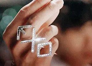 На картинке кольцо Exo (2 варианта), вариант Белый.