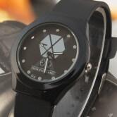 На картинке часы Exo (2 варианта), цвет черный.