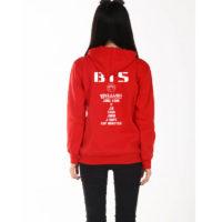 На картинке толстовка Bangtan Boys (BTS), вид сзади, цвет красный.